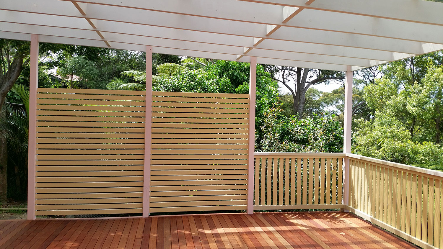 Pergola, privacy screen & deck at Frenchs Forest